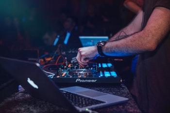 DJ Content Provider
